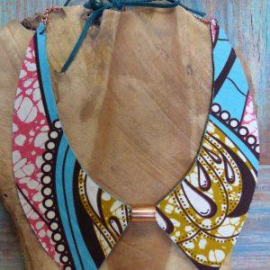 Collier ethnique col Claudine réversible wax et cuir turquoise, manchon et chaîne en cuivre.