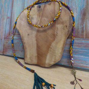 Collier ethnique en cordon et wax jaune à enrouler autour du cou.