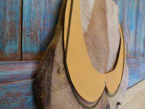 Collier col Claudine réversible en wax et cuir jaune, chaîne bronze
